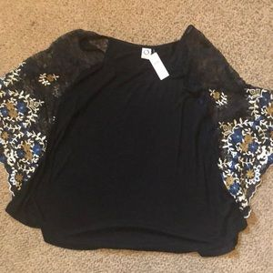 NWT Anthropologie lace sleeve embroider top Large